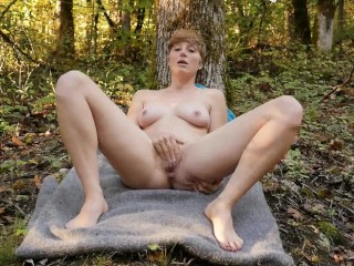 Short Haired Aurora Masturbating
