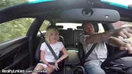 Adolescente autostopista Piper Perri vuole che James le sborri tutto addosso