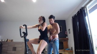 Fuck and creampie Bike gym Sextwoo/Baisée pendant sa gym à vélo  tits boobs stranger cum gym sextwoo pounded young fuck pawg brunette hottie teenager bike skirt fuck sport