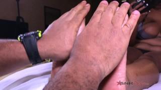 Watch me make daddy cum with my feet / Nina Rivera
