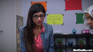 Blowjob Lessons with Mia Khalifa and Her Arab Friend (mk13818) porno
