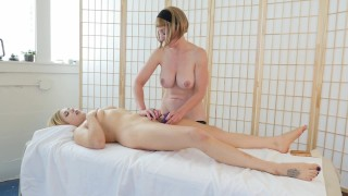 Blondes Trish And Starlette Masturbating