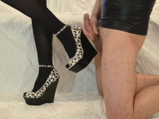 My slave masturbates to elegant legs in shoes and cums up in heels