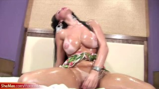 Big ass shemale gets her body covered in oil and tugs off