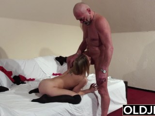 Old Young – Blonde blowjob and doggystyle fuck from grandpa girl sex