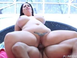 Sexy Curvy Brunette Milf London Paige