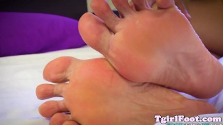 Fetish her feet bigfeet trans glam rubbing toes footworship