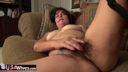 USAwives Lori Leane Toying Her Hairy Pussy Alone