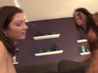 Lynn Vega And Makayal Cox Eat Pussy And Have Hot Lesbian Sex