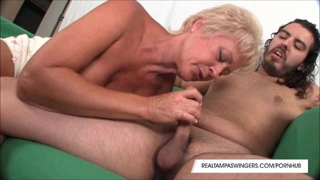Tampa swinger mom tracy soccer Horny tracy sucks a hard cock