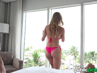 Mofos – Bikini Blonde Flashes for Cash