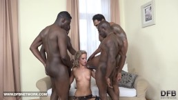 Hardcore groepsseks dubbele anaal, dubbel penetratie, interracial cumshot op het gezicht