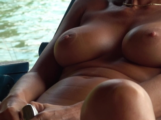 Hot pussy chubby giving