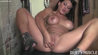 Sexy Leena Finger Fucks Herself in the Gym