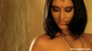 Indian Cougar Flashes Her Body