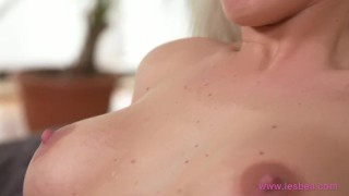 Lesbea Gina Gerson's tiny pussy hole filled by hot older lesbian Big young