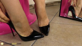 Sexy on puts feet stiletto her bare redhead play stiletto