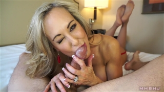 Insanely hot MILF treats your cock to a sensual sucking (Brandi Love) Big shemale
