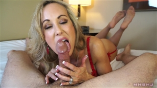 Insanely hot MILF treats your cock to a sensual sucking (Brandi Love) Couples horny