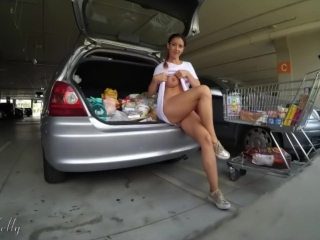 Amateur girl flashing her pussy and tits in a mall parking lot