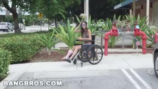 BANGBROS หนังโป๊ฝรั่งที่กำลังดัง สาวขาหักโดนลากมาเย็ดบนรถ ถูกจับแหกหีเย็ดบนรถตู้ เอาจนน้ำแตกคาหีแล้วทิ้งไว้ข้างทางในสภาพแก้ผ้า