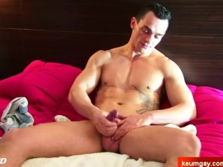 Yzac's big cock massage ! (straight guy for a gay guy)