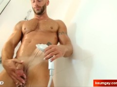 Armien's huge cock massage ! (sport guy for a gay guy)