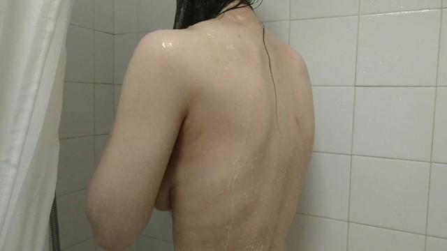 【個人撮影】朝起きてシャワーを浴びる彼女を彼氏が撮影して投稿した映像がこちら!素人カップルプライベート