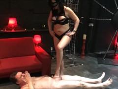 Ballbusting: Mistress Arabella destroys the testicles of Andrea Diprè