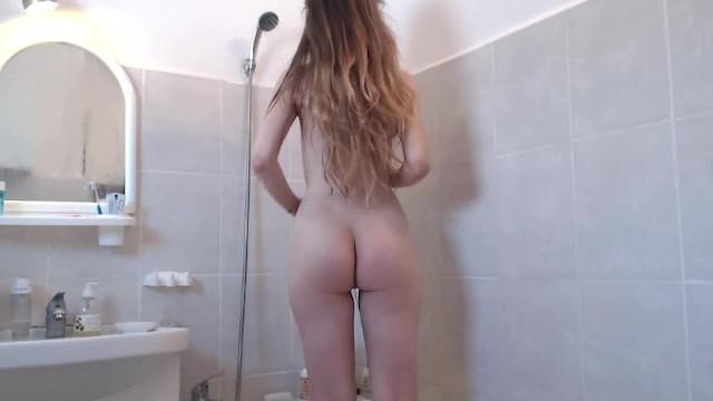 Teen Fucks herself on a Sunday Morning