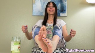 Foot teasing tranny rubbing her feet with oil Daddy twink