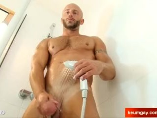 Aymrik, handsome gym trainer serviced his big cock by a guy!