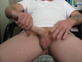 Jerking off at my desk!!