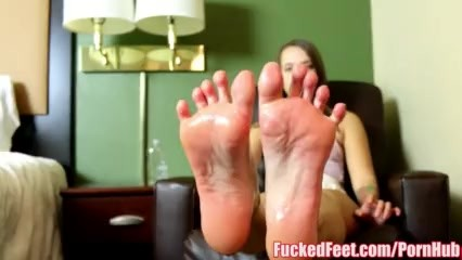 Teen Liza Rowe Gives First Footjob For Fucked
