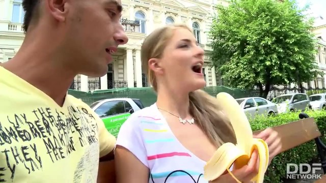Cayenne klein porn - Tourist chick gets picked up and fucked deep after eating a banana