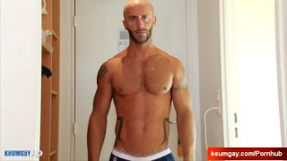 Ayeric, gym guy serviced his big cock by a guy!