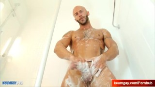 Ayeric, gym guy serviced his big cock by a guy! Dick hunk