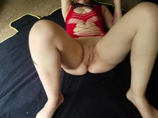 Wife squirts on living room floor