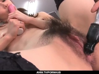 Maki Hojo leaves the boss to fuck her at work