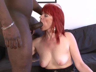 Ældre Lady Interracial Hardcore skede Fucked og Sluge sort Man Cum