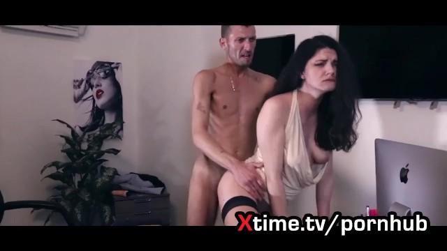 Una bella rumena esce fuori da un casting con il culo rotto 8