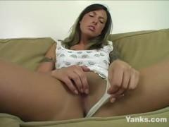 Yanks Beauty Fiona Cheeks Fucks Her Toy