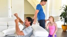 Family Strokes - Casalinga arrapata scopa il figliastro