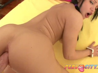 PervCity Gabi Gapes Wide Open for Mike Adriano