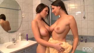 Perfect Euro Lesbians Zafira & Antonia Bang to Orgasm in the Bath