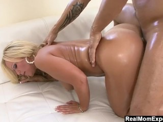 RealMomExposed – Milf Austin Taylor's Big Ass Gets Oiled Up