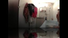 Depiliation behind the bathroom door is 360 VR