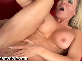 Black muscled women squirt