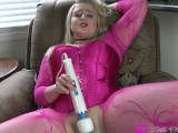 THE GIFT! - My First Hitachi Wand Orgasm, Eating My Own Cum Then His LOL 4K