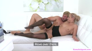 Muscular guy fucks his female agent and brings her an incredible pleasure